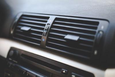 Grille d'aération compatible avec un support téléphone voiture